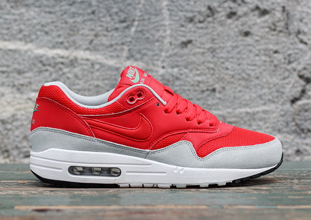 nike-air-max-daring-red-01