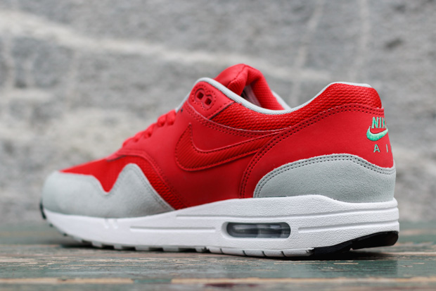 nike-air-max-daring-red-02