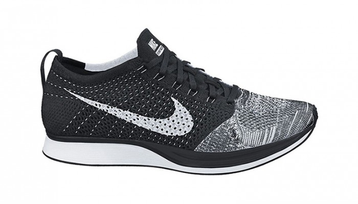 nike-flyknit-racer-black-tongue-700x400