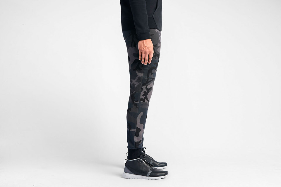 nike-tech-fleece-camo-pants-2-960x640