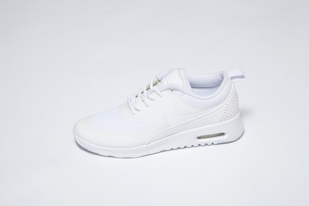 Black-White-Room-Nike-Air-Max-Thea-1024x682