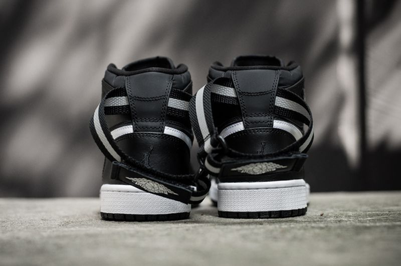 air-jordan-1-high-og-strap-black-white-5_result
