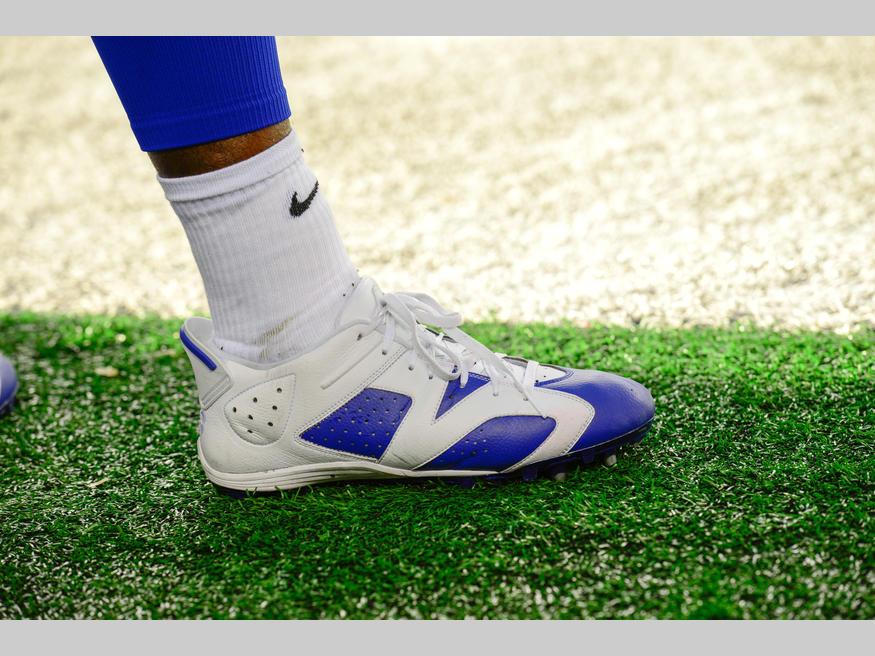 A Look At Dez Bryant S Air Jordan Cleats For This Season