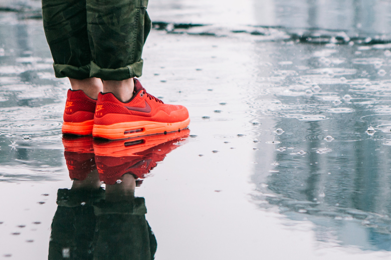 nike-air-max-1-ultra-moire-university-red-1
