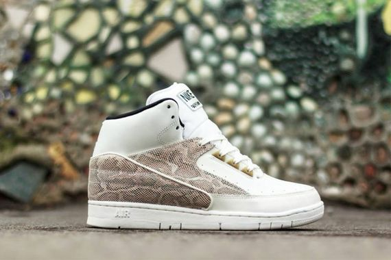 nike-air python-sail-black-metallic gold
