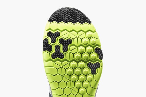 nike-free trainer 3.0-white-volt-cool grey-black_04