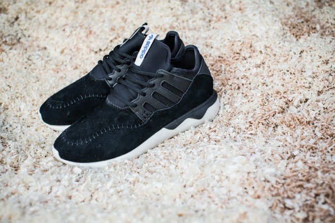 adidas-Tubular-Moc-Runner-Core-Black-681x454