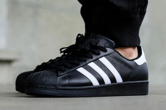 adidas-superstar-black-white_03