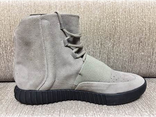 adidas-yeezy-boost-black-sole-sample-002
