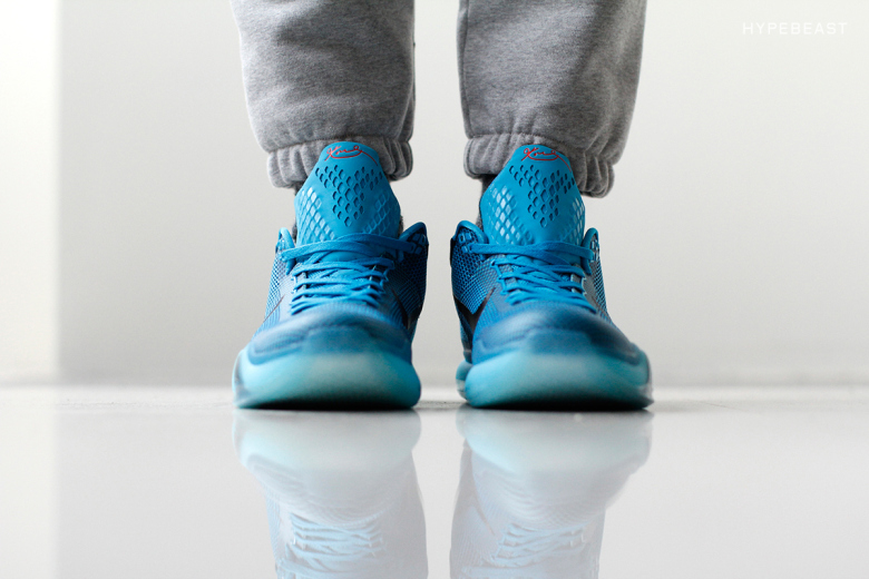 kobe-x-5-am-flight-on-feet-1
