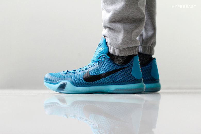 kobe-x-5-am-flight-on-feet