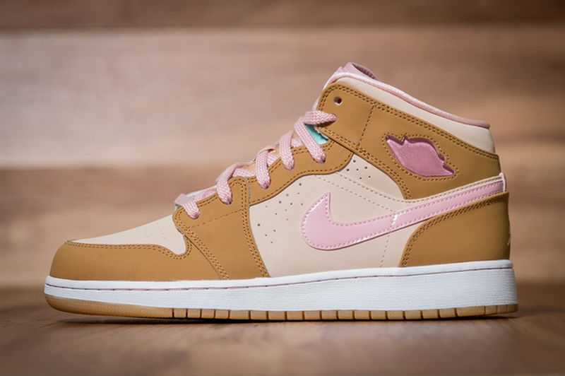 Air-Jordan-1-Mid-WB-GS-Lola-Bunny-1_result
