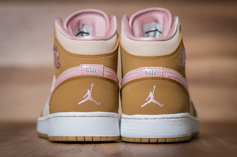 Air-Jordan-1-Mid-WB-GS-Lola-Bunny-4_result