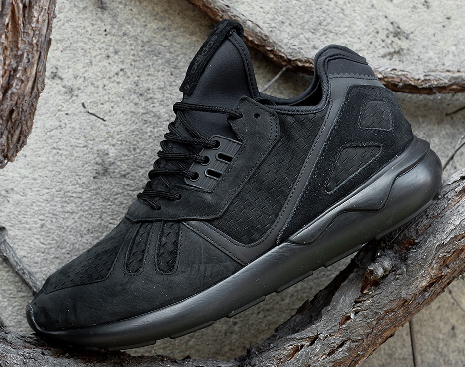 adidas-tubular-triple-black-02