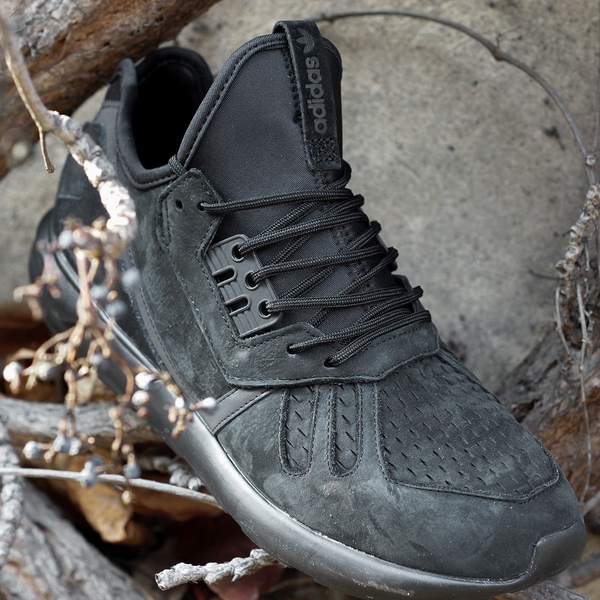 adidas-tubular-triple-black-03
