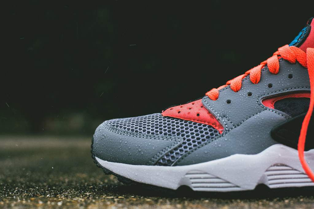 nike-air-huarache-cool-grey-bright-crimson-3