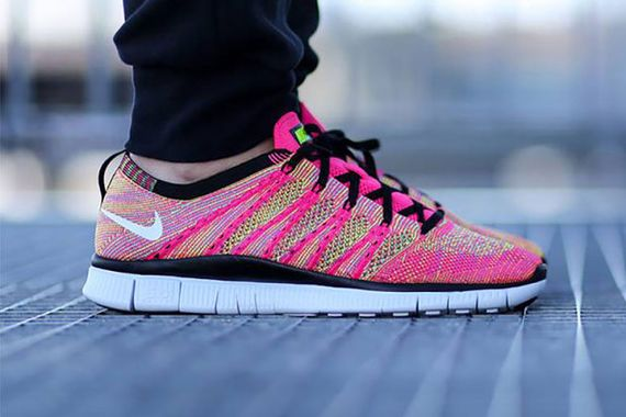 nike-free flyknit nsw-pink flash