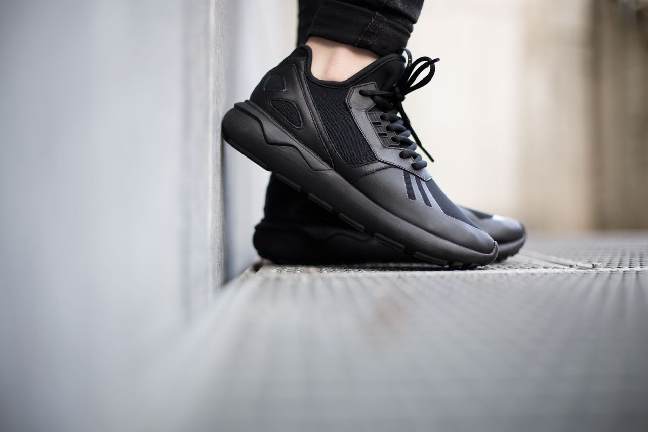 adidas-tubular-runner-core-black_02