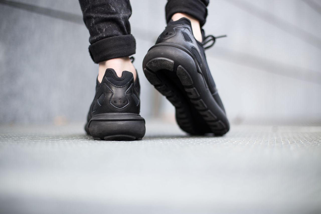 adidas-tubular-runner-core-black_04
