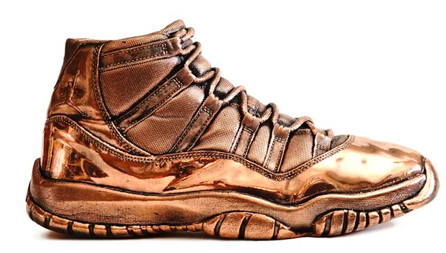 air-jordan-11-bronze-statue_result