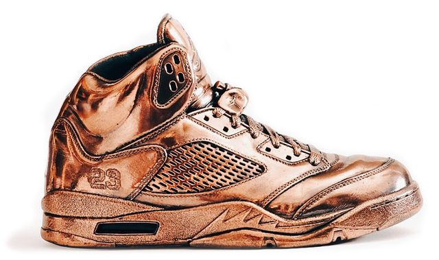 air-jordan-5-bronze-statue_result