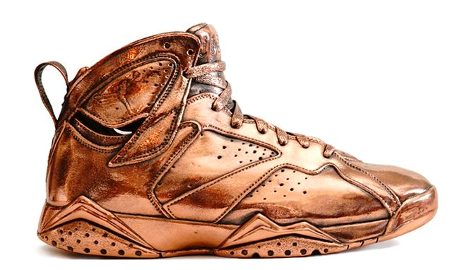 air-jordan-7-bronze-statue_result