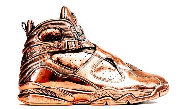 air-jordan-8-bronze-statue_result