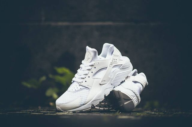nike-air-huaraches-white_02_result_result