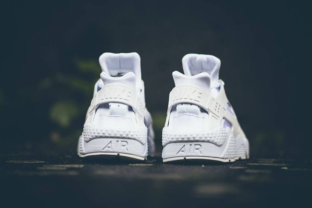 nike-air-huaraches-white_03_result_result