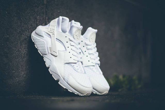 nike-air-huaraches-white_04_result_result