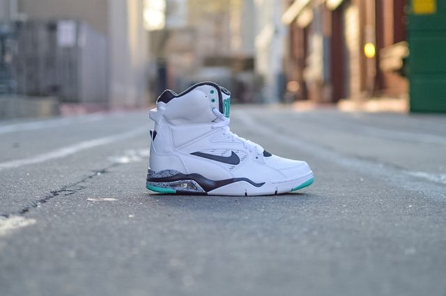 nike-command-force-hyper-jade_02_result