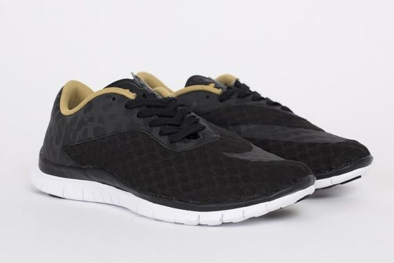 nike-free hypervenom low fc-black-gold_02