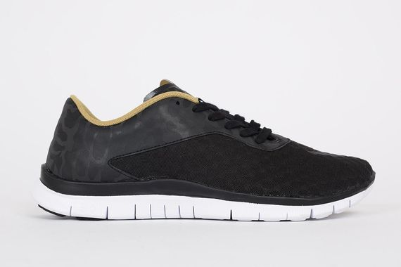 nike-free hypervenom low fc-black-gold_04