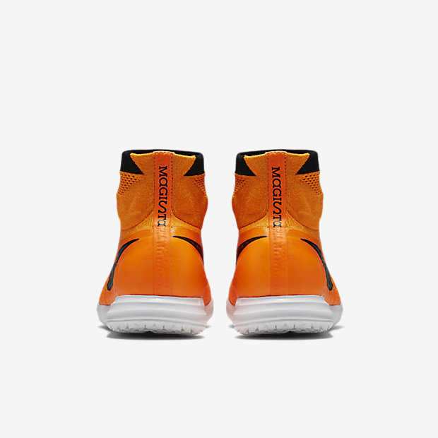 nike-magistax-proximo-ic-total-orange-4