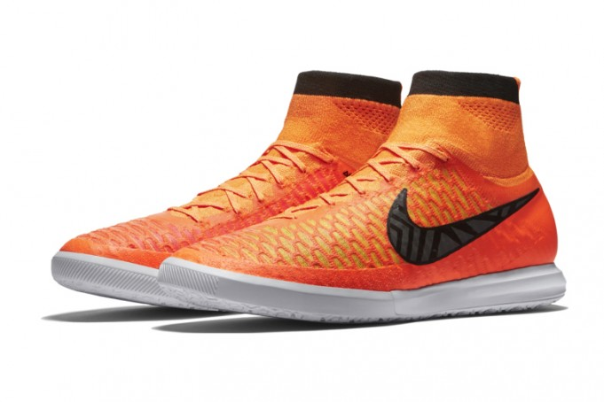 nike-magistax-proximo-ic-total-orange-681x454