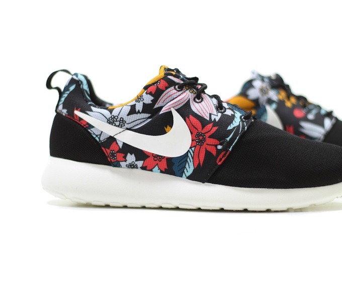 nike roshe with flowers