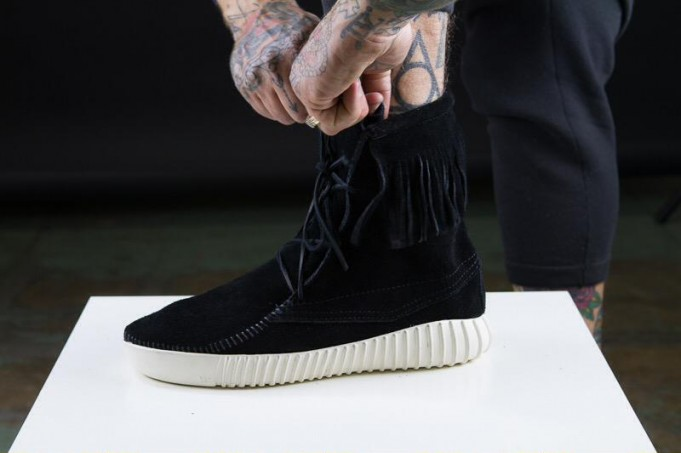 adidas-yeezy-boost-moccasin-black-custom-681x453