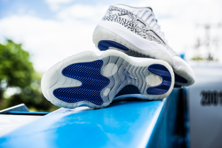 air-jordan-11-retro-low-ie-white-cobalt-5