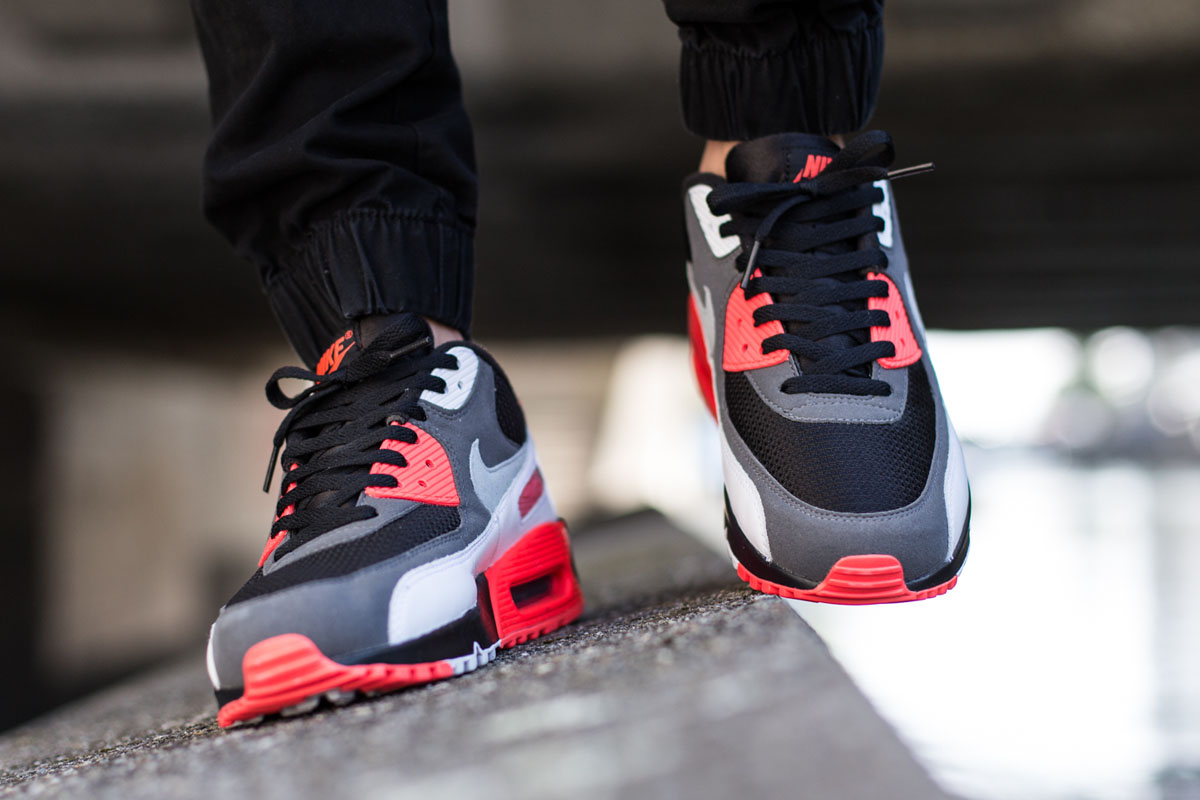 nike-air-max-90-reverse-infrared-release-3