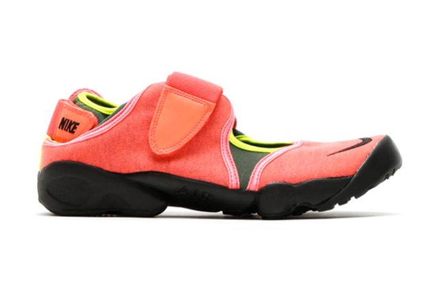 nike-air rift-hot lava