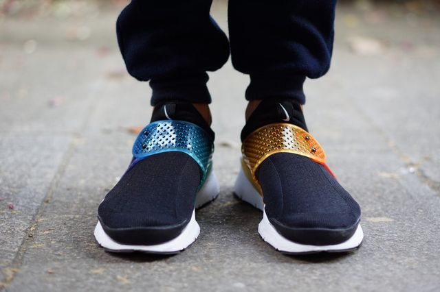 nike-sock dart-betrue on foot