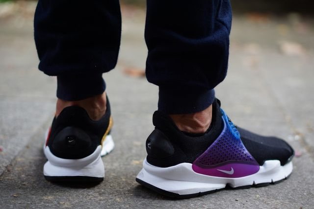 nike-sock dart-betrue on foot_03