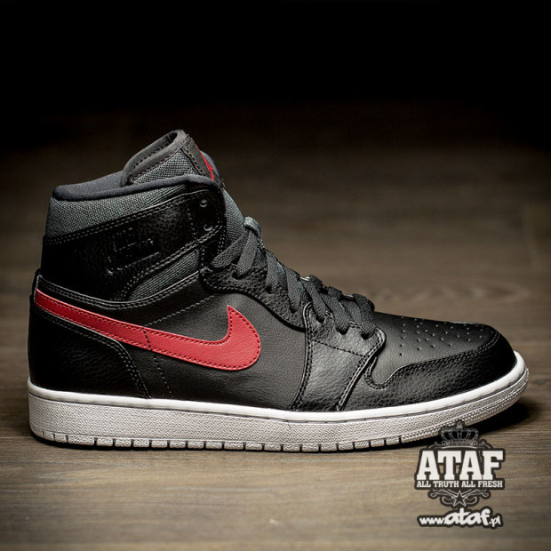 air-jordan-1-rare-air-black-university-red-1