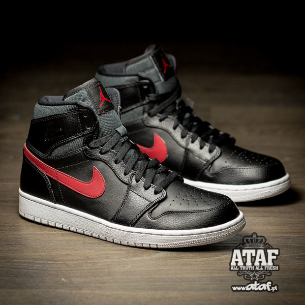 air-jordan-1-rare-air-black-university-red-2