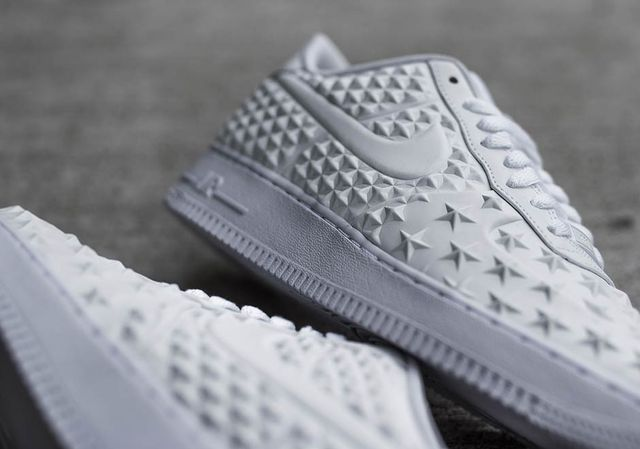 nike-air-force-1-star-white-independence-day-1_result