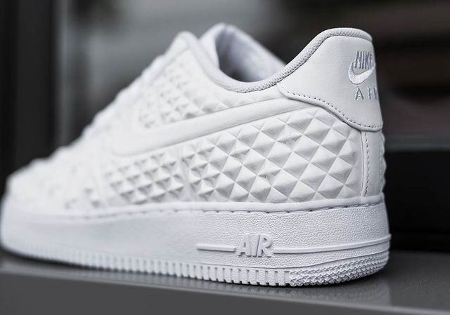 nike-air-force-1-star-white-independence-day-3_result