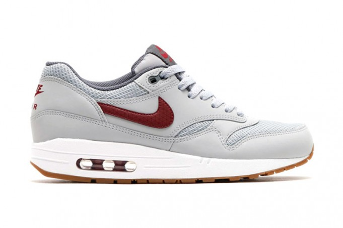 nike-air-max-1-essential-wolf-grey-team-red-681x454