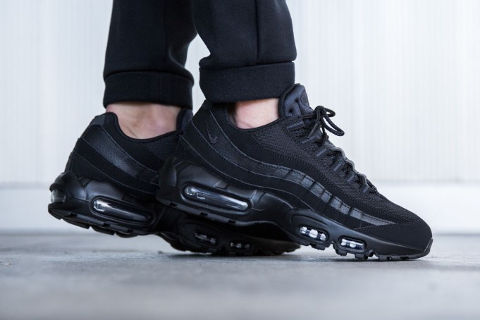 nike-air-max-95-black-anthracite-3-681x454