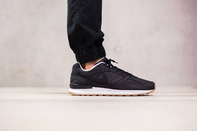 nike-air pegasus-black-white-gum
