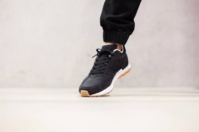 nike-air pegasus-black-white-gum_02